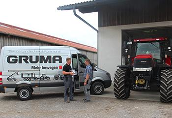 mobile werkstattservice vor halle traktor