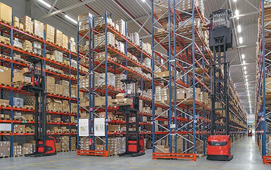vertikal kommissionierer linde handling