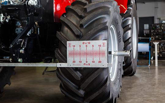 spurvermessung bei traktor rot case