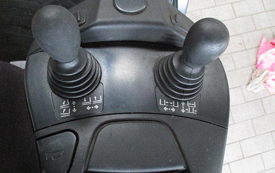 funktionskontrolle der bedieneinheit hubmast stapler