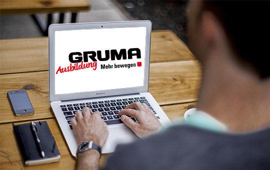 ausbildung bewerbung laptop gruma loho junge schreibtisch