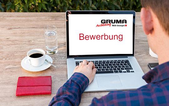 bewerbung gruma tisch kaffee laptop