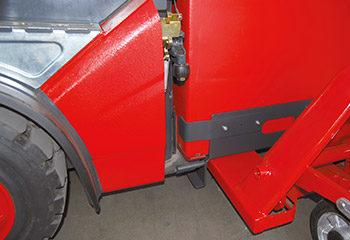 batterie hubwagen an fuehrungsschiene einfahren