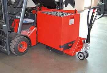 hubwagen mit batterie herausfahren