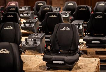 linde sitzbezug schwarz mit konsole anfertigung