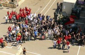 staplerfahrer und gruma helfer crew panorama