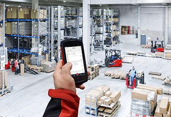 truck call app lagerhalle smartphone logistik von oben