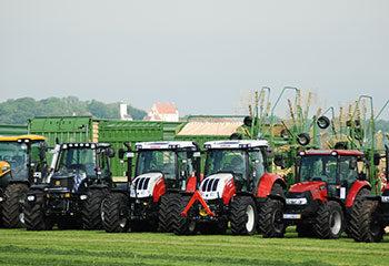 land maschinen kommunal technik traktoren in einer reihe case