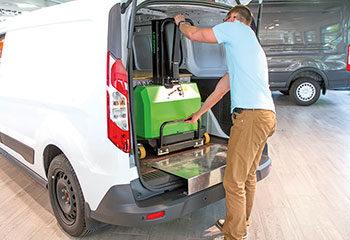 schritt 04 anwendung mitnahmestapler lkw transporter mann raeumt ein innolift 1