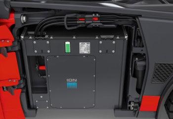 energieversorgung lithium ionen batterie im stapler voll aufgeladen